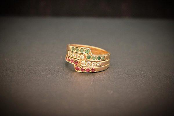 Trío de Anillos de Oro de 1ª Ley con Diamantes, Rubíes y Zafiros.