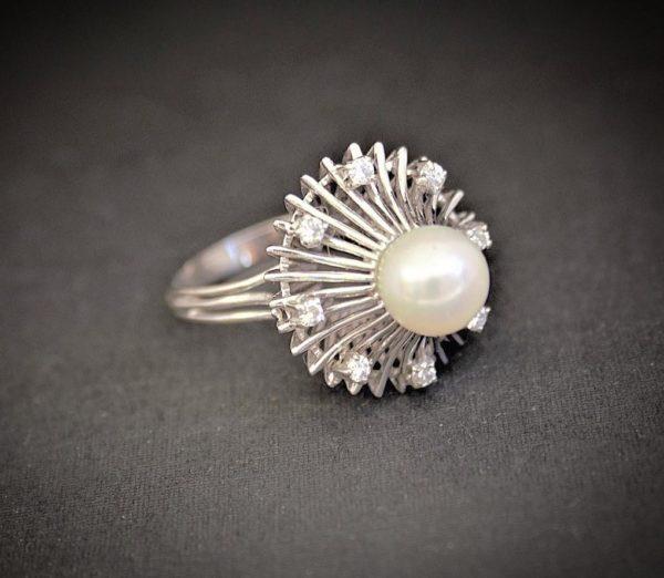Sortija realizada en Oro Blanco de 1ª Ley con Perla y Diamantes